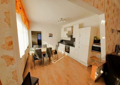 Hof Postel Hemmoor Wohnzimmer mit Küche